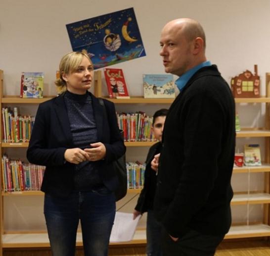 Marja-Liisa Völlers mit OBS-Schulleiter Dennis Helferich bei einem Besuch im Jahr 2019. Foto: Büro Völlers©Oberschule Nienburg