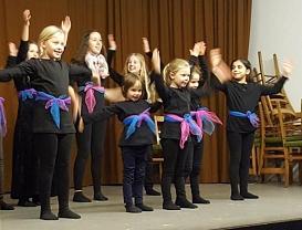 Tanzvorführung_verdammt1©Oberschule Nienburg (OBS-Z)